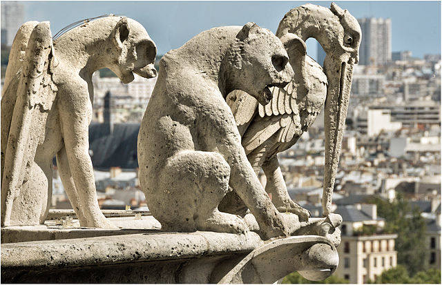 640px-Gargoyles_and_chimeras_1,_Notre-Dame_de_Paris_2011