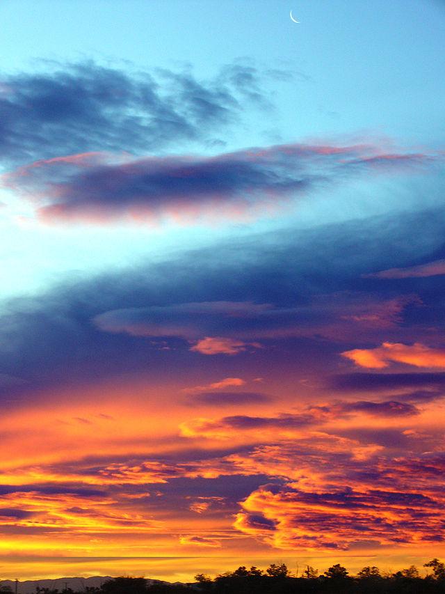 640px-Moon_in_Sunrise_Sky